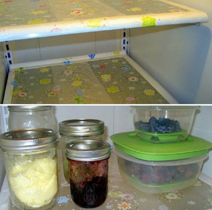 13советов. 1. Всегда застилаю полки холодильника пищевой пленкой! Идеальная чистота: даже если на полочку капнет варенье или прольется кефир, проще сменить пленку, чем отмывать весь холодильник.