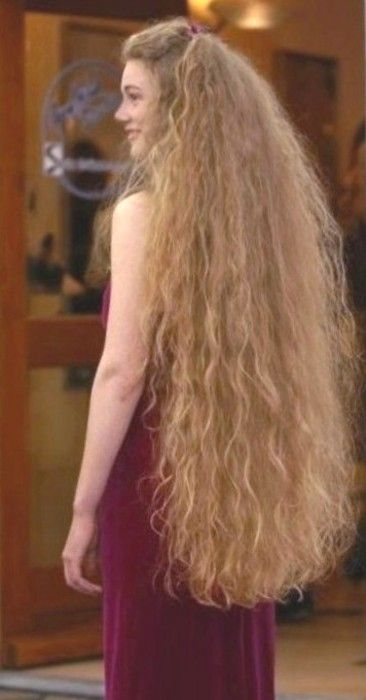 In all reality, my natural hair would look like this if it got that long... A wee bit fuzzy & not so tamed as I'd wish for.