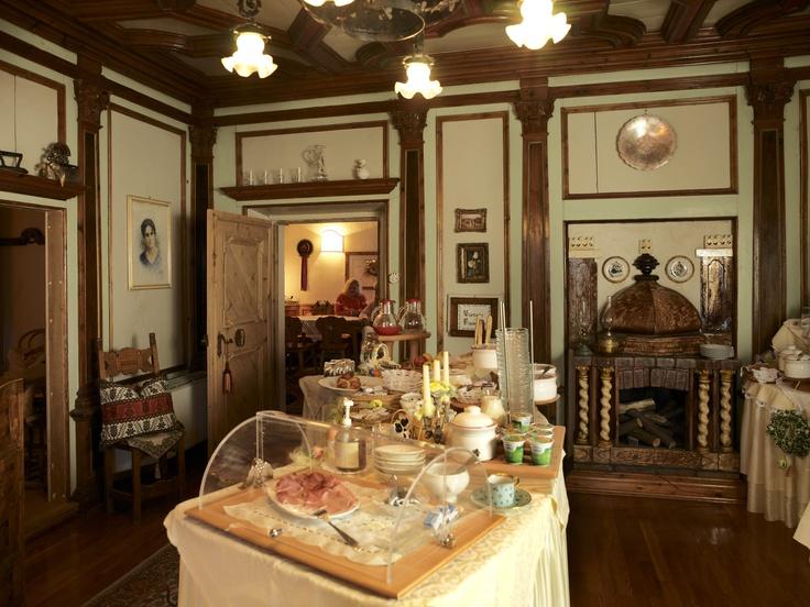 la colazione è pronta.  Garnì Laurino, Cavalese. Tradizione e Gusto www.visitfiemme.it