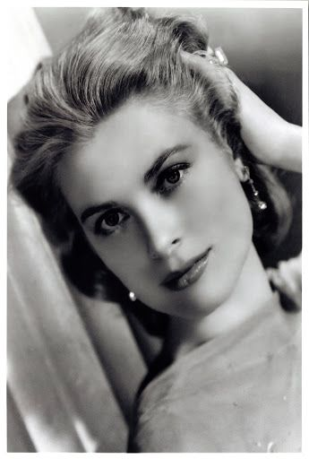 Throwback Thursday in Monaco.  Grace Kelly: divine beauty! In the 50s in the world: First 'Peanuts' Cartoon Strip; First Organ Transplant. #vintagedivin #throwbackthursday #tbt #thursday #archive #archives #vintage #old #blackandwhite #bnw #noiretblanc #monaco #montecarlo #grace #kelly #gracekelly #princessgrace #princess #монако #монтекарло #монаковка #ретро #четверг #архив #раритет #винтаж #принцесса #чб_фото #чернобелаяфотография #Vintagedivin Credit: The China Post