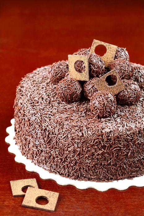 Бразильский шоколадный торт «brigadeiro» - очень мягкий и по-хорошему мокрый бисквит и нежнейший крем