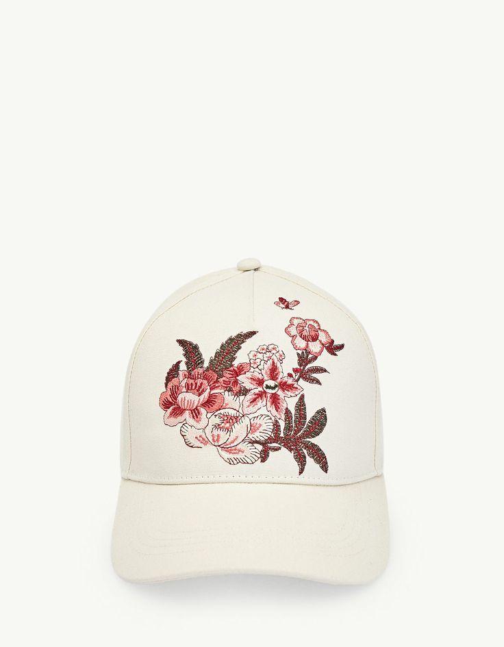 Chez Stradivarius, tu trouveras 1 Casquette broderie fleurs  pour seulement 9.95 France . Entre et découvre bien d'autres Bonnets et chapeaux.