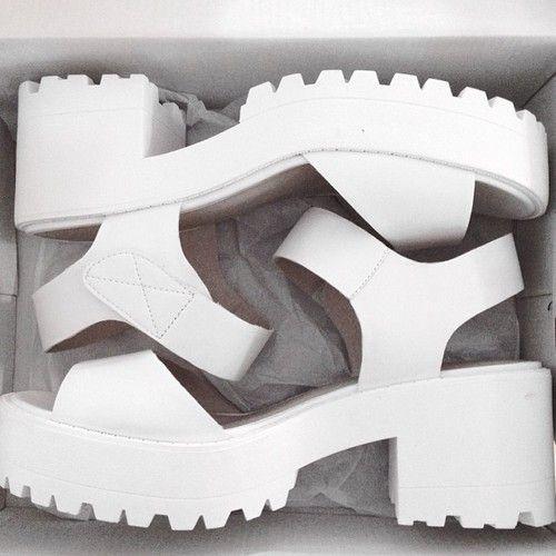 the white chunky sandal #ExMermaidFashion