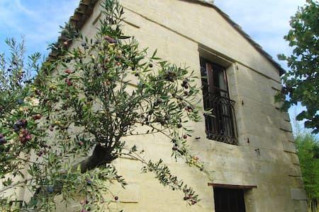 Regardez ce logement incroyable sur Airbnb : Le Mazet - Maisons à louer à Uzès