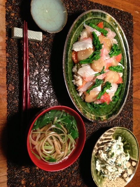 ちらし寿司 アスパラと三つ葉の白和え 庄内麩と三つ葉のお吸い物(カツオだし)  写真が横向きになっちゃいました... - 15件のもぐもぐ - 小鯛 ホタテ スモークサーモンのちらし寿司 by 日々のごはん