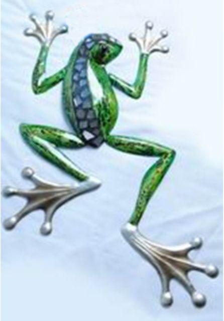 Green climbing frog metal wall art