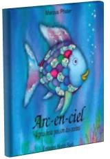 Arc-en-ciel le plus beau poisson des océans par Marcus Pfister. Arc-en-ciel est le plus beau poisson de tous les océans. Ses écailles aux couleur de l'arc-en-ciel scintillent. Malheureusement, Arc-en-ciel refuse de les partager avec les autres poissons qui ne lui adressent alors plus la parole. Mais après les sages conseils de la pieuvre Octopus, Arc-en-ciel changera d'idée.
