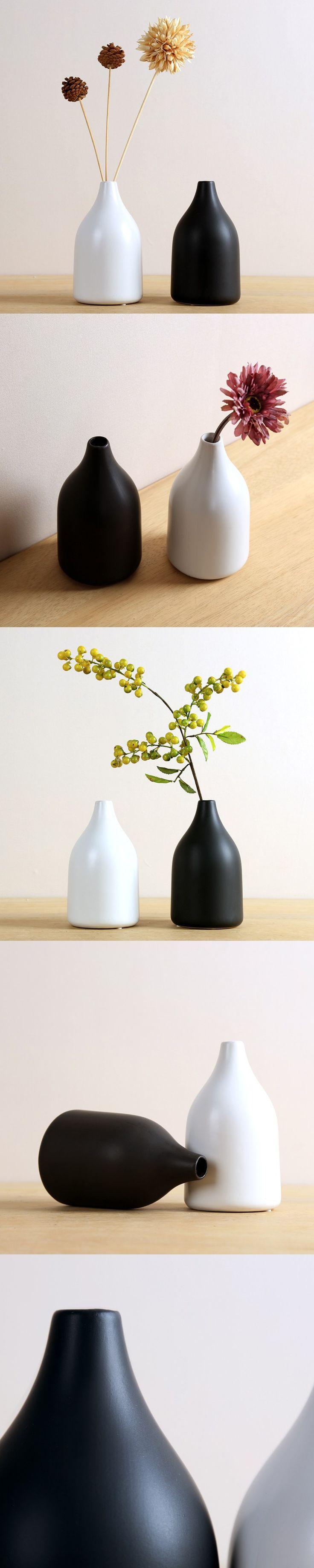 Black and white ceramic vase Home Furnishing Japanese modern minimalist living room decoration decoration flower vase. $67.44