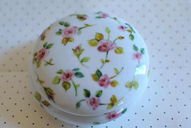 little box whit roses handpainted on porcelain