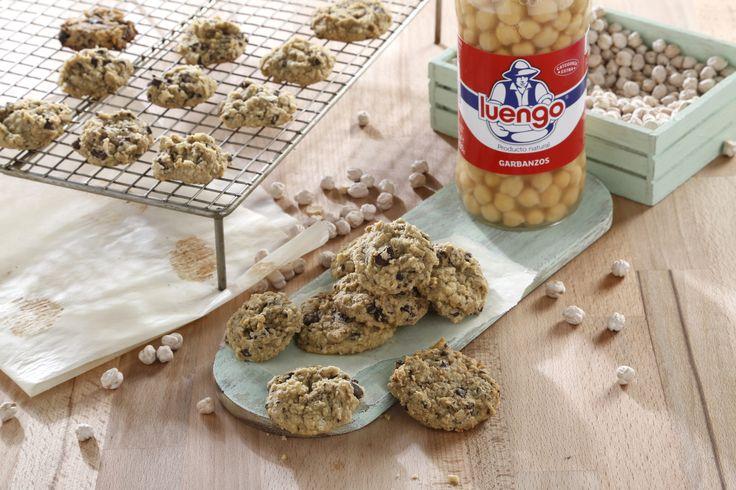 Te presentamos una forma diferente y muy dulce que comer garbanzos: galletas veganas de garbanzos con chips de chocolate, una receta fácil de preparar.