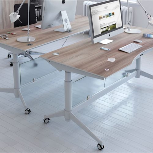 Zetby hævesænkebord er et moderne bord fra Rumas. Det er skandinavisk design og praktisk. Hævesænkebord mindsker arbejdsskader og øger velværen. #Hævesænkebord #træ