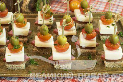 Канапе с моцареллой и черри https://www.great-cook.ru/1025-kanape-s-mocarelloy-i-cherri.html  Если вы задумались над красивой и вкусной закуской, то остановите свой выбор на канапе с моцареллой и черри! Она украсит любой стол без исключения, и станет достойной альтернативой салату из этих же ингредиентов и уж тем более обычной нарезке сыра и колбасы.   Моцарелла — очень нежная и вкусная. Конечно, никто не запретит вам заменить её в этой закуске любым другим сыром. Однако именно в сочетании с…