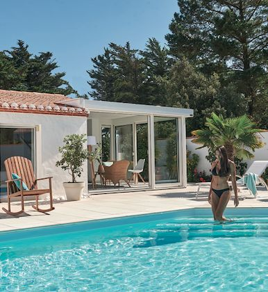 poolside 💦 #home #poolside #palmtree #verandarideau #verandaallure