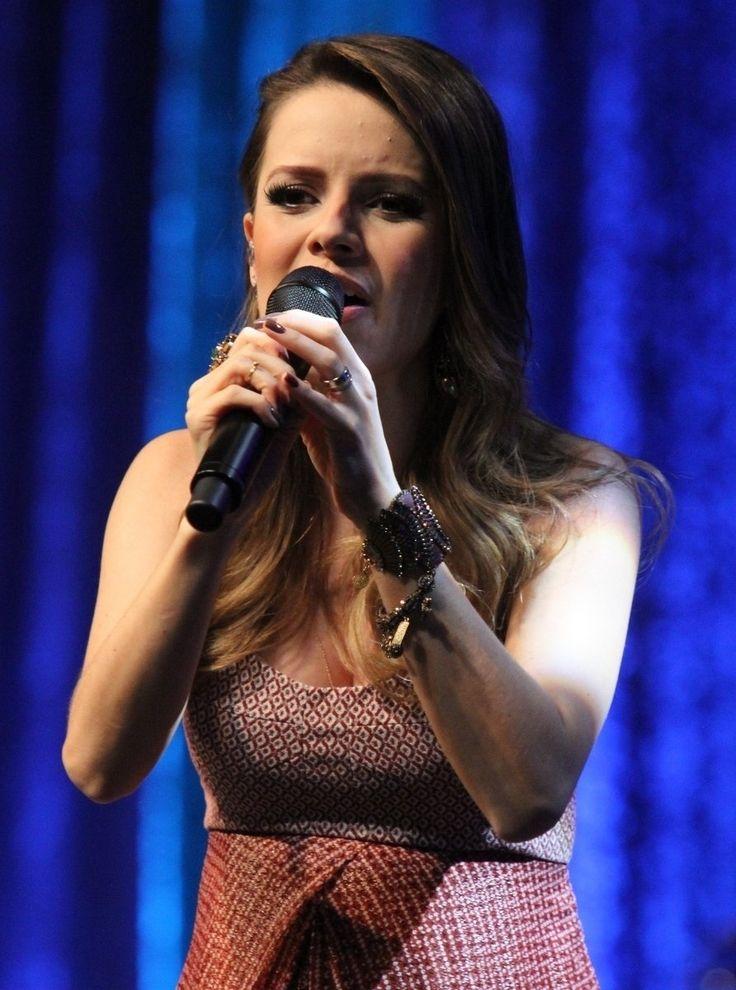 A cantora realizou um show na casa de espetáculos Vivo Rio. Sandy estava grávida de seis meses do músico Lucas Lima.