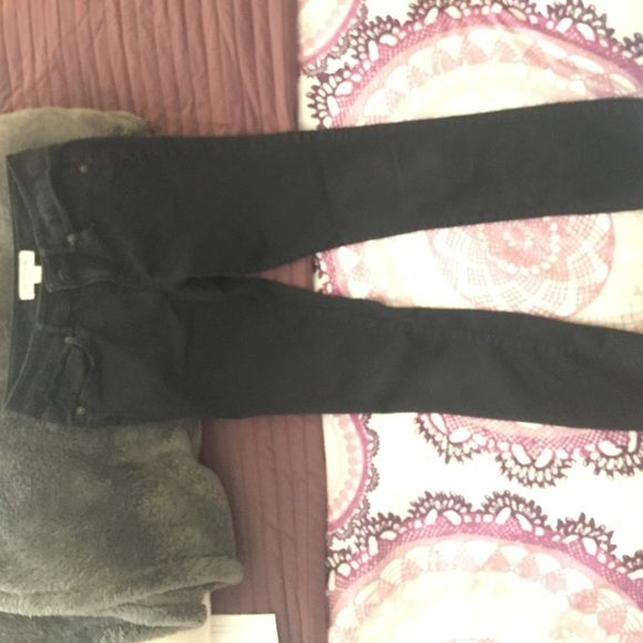Forever 21 girls pants. Black pants that's a size 10 in girls. I do not fit them anymore. Price is negotiatable Forever 21 Pants Ankle & Cropped