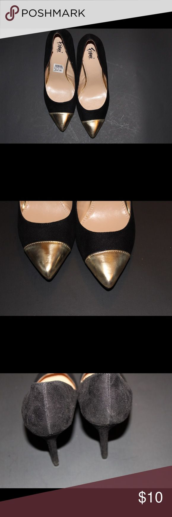 Black heel with a gold cap toe Black suede heel with a gold cap toe. Wore twice Shoes Heels