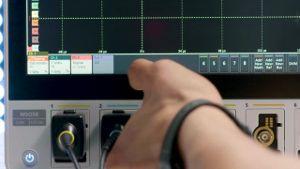La compañía norteamericana Tektronix, especializada en la creación de soluciones de prueba y medición de fácil uso, y representada por ADLER Instrumentos, ha presentado su nueva solución de software para su serie de osciloscopios 5-Series MSO, solución destinada específicamente a cubrir las necesidades del sector automotriz.