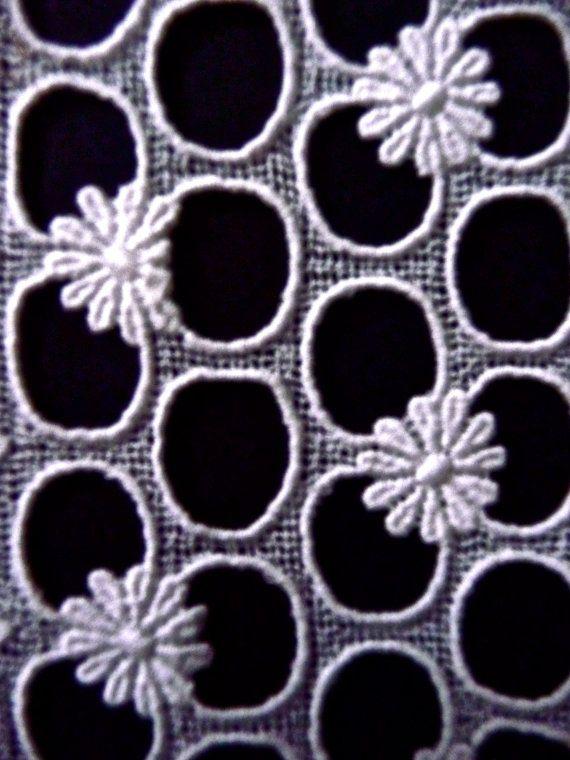White Cotton Daisy Lace Vintage
