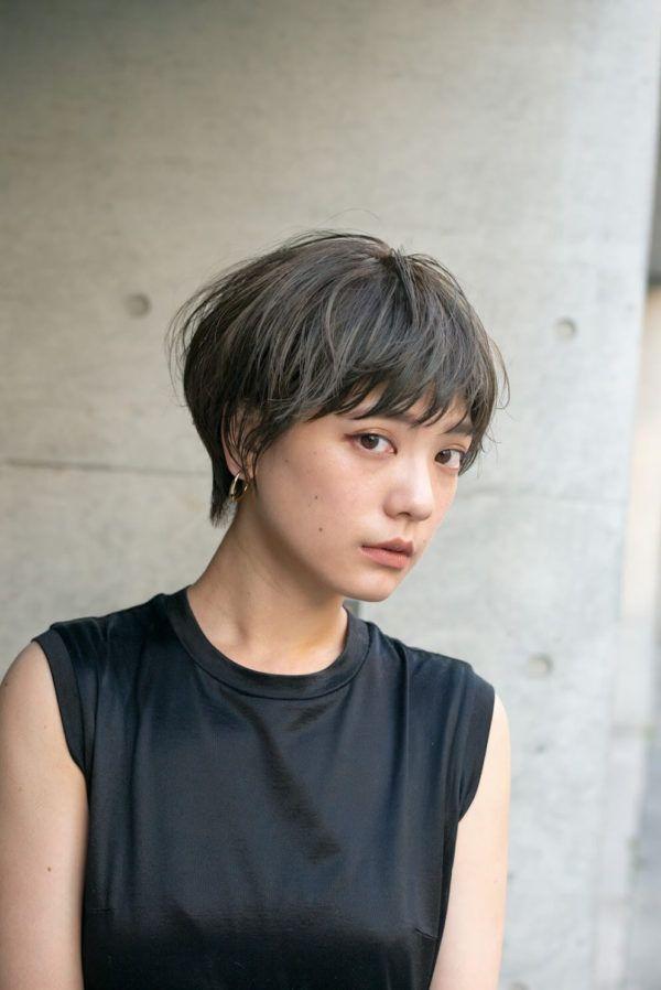 オリーブアッシュ エアリーショート 短い髪のためのヘアスタイル