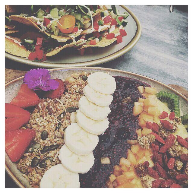 M E E T .  Meetings over delicious Acai bowls, what else could you want 😍🍓🍉☀️ www.katiewass.com.au Instagram: @katiewassdesigns