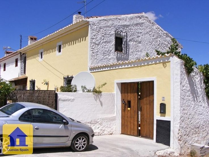 Large village farm house in use as bed and breakfast and intimate restaurant. € 189500