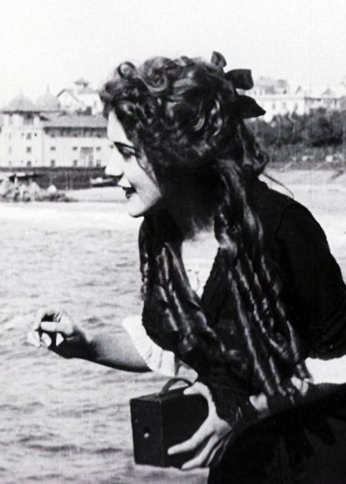 black singles in pickford Gladys louise smith (april 8, 1892 – may 29, 1979), known professionally as  mary pickford,  most biograph actors earned $5 a day but, after pickford's  single day in the studio, griffith agreed to pay her $10 a day against a guarantee  of $40 a.