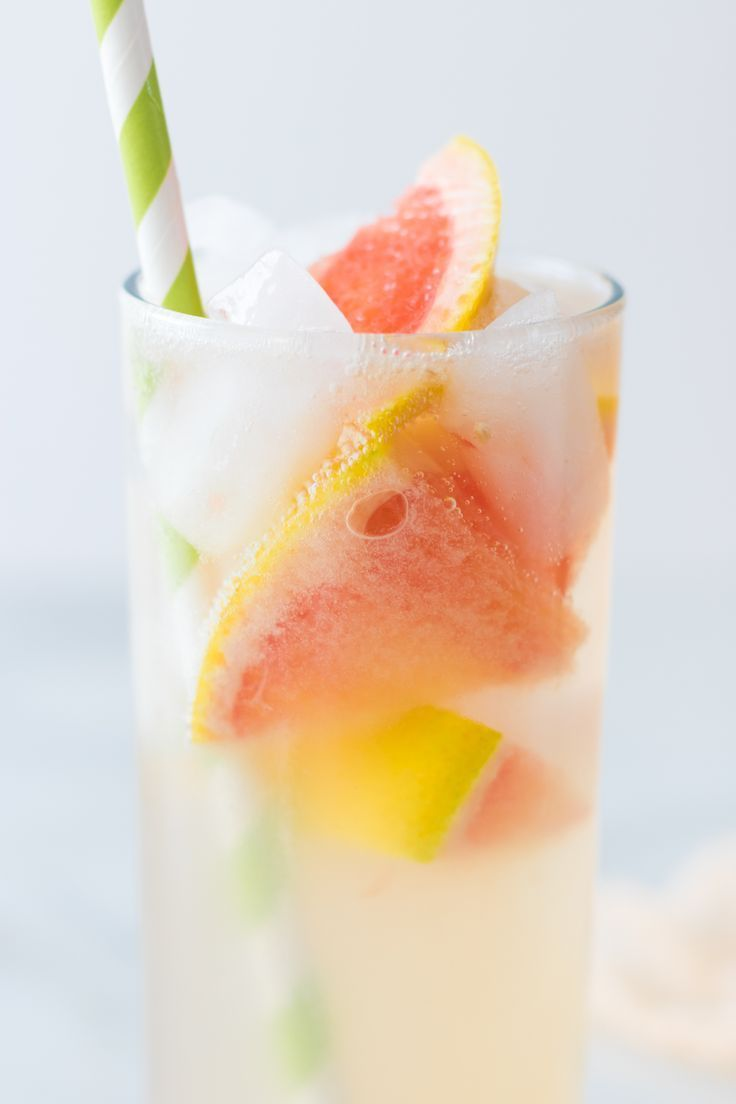 Freshly Squeezed Grapefruit Vodka Tonics for this holiday season! Bright, bubbly and slightly sweet. Plus, gluten-free! http://www.eatingbyelaine.com/2017/11/14/grapefruit-vodka-tonics/
