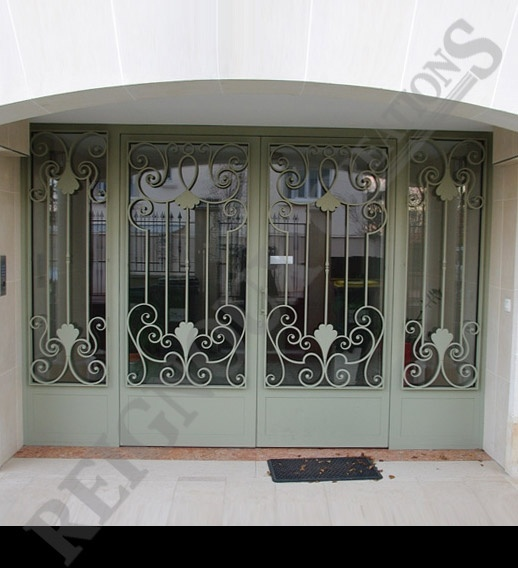 Porte d 39 entr e exterieur en fer forg doors pinterest entrees for Porte entree fer forge villa