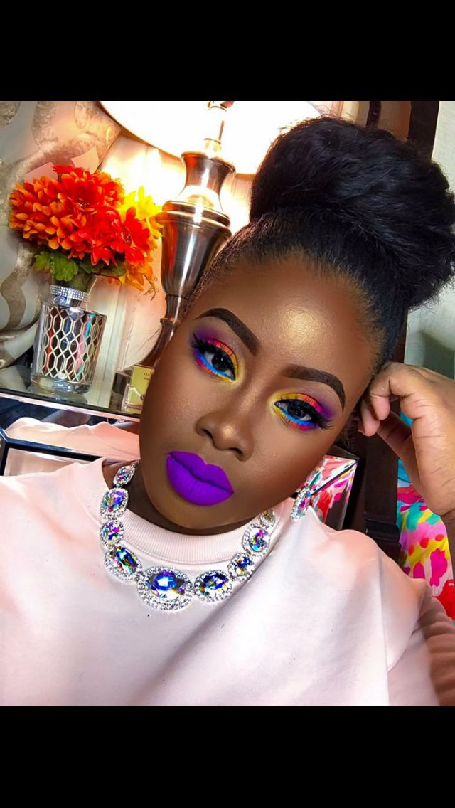 I love these purple lips and the rainbow eye shadow look. I ❤️ this super strong makeup look.