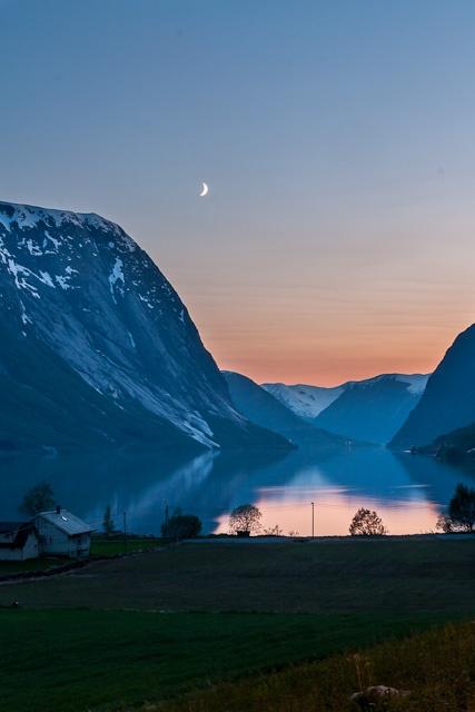 Kjøsnesfjorden i Jølster (from Lunde towards Kjøsnes