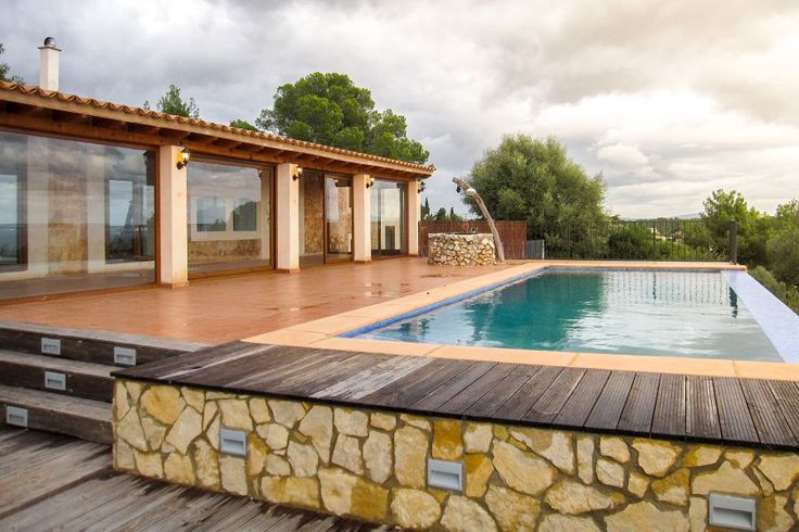 Genova, Palma de Mallorca: Stunning house with infinity pool in Génova. 3 bedrooms, 3 bathrooms, price on request.