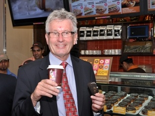 Dunkin' Donuts plans 100 new India outlets   Nigel Travis, CEO of Dunkin\' Donuts at the opening of its outlet in New Delhi