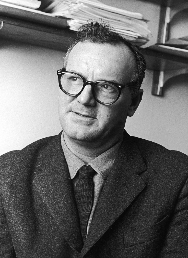 charles wright mills essay 101336- minor essay tutor- brain salter question: what is sociology what is the sociological imagination what does c wright mills mean when he writes of ' the personal troubles of milieu' and 'the public issues of social structure' how does the so.