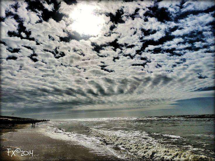 Castricum aan Zee Breaking clouds