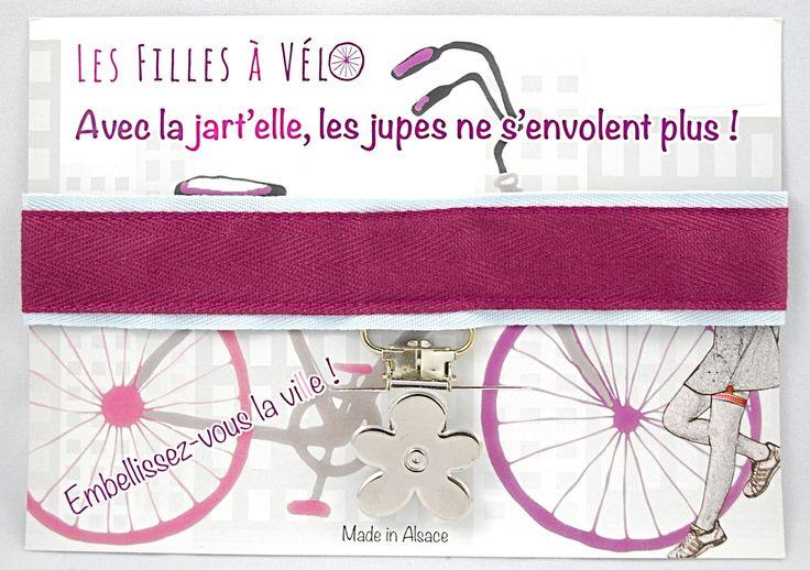 Unique et originale, la Jart'elle accompagne avec élégance votre pratique de la trottinette ou du vélo, pour celles qui souhaitent que leur jupe ne s'envolent plus ! Parce que la Trotteuse souhaite valoriser les créations françaises, n'hésitez plus, et trouvez votre style parmi les différents modèles de jart'elle 100 % made in France !