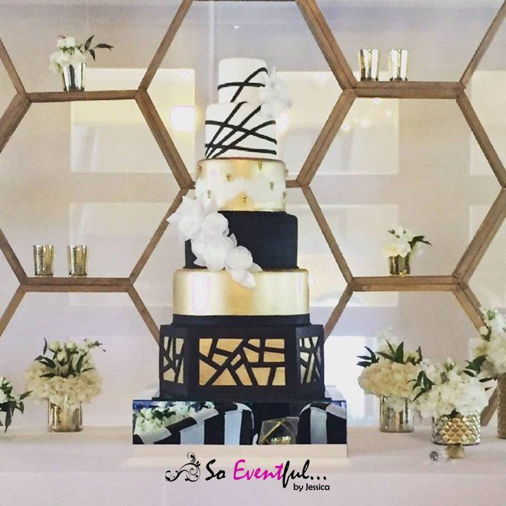 Modern Wedding Cake, Luxury Wedding Cake, Art Deco, Modern Art Deco, Hexagons, Wedding Decoration, Black and White wedding, Black, and gold wedding, Luxury cake, Puerto Rico wedding, Best Wedding Planner. Wedding Planner, Coordinadora de Bodas, Beautiful Cake, Delicious Cake, Pretty Cakes, Great Gatsby, Geometric decoration. So Eventful by Jessica, Elegant wedding cake, backdrops, Modern Bride, Pretty Decoration