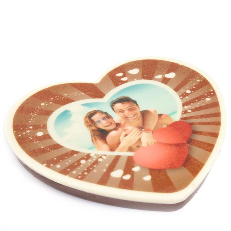 Ein Foto von der lieben Mama oder euch zusammen könnt ihr auf dem Schokoherz auf originelle Weise festhalten!