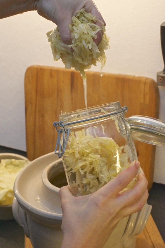 fermenterte grønnsaker surkål glasskrukke
