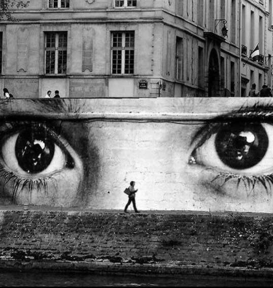 Express your irrationality and your power with COAL BLACK. Esprimi la tua irrazionalità e il tuo potere con COAL BLACK. #fedua #feduacosmetics #beautyinspiration #COALBLACK #streetstyle #graffiti