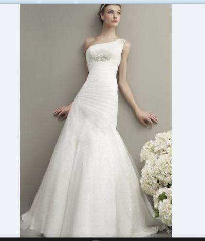 Je viens de mettre en vente cet article  : Robe de mariée  400,00 € http://www.videdressing.com/robes-de-mariee/couture-nuptiale-adriana-alier/p-6156855.html?utm_source=pinterest&utm_medium=pinterest_share&utm_campaign=FR_Femme_V%C3%AAtements_Mariage_6156855_pinterest_share