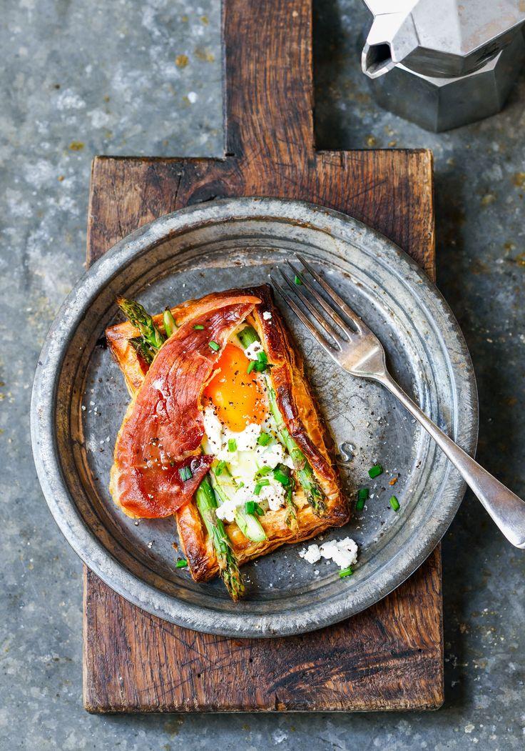 asparagus, egg & prosciutto breakfast tarts