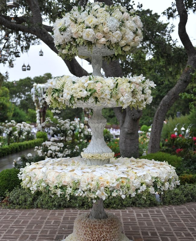A Celebrity Florist S Guide To The Best Wedding Flowers Of: 8 Best Images About Flowers: Fountains On Pinterest