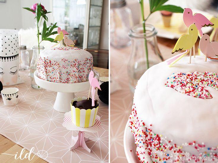 Geburtstagskuchen mit bunten Streuseln, ideal für die Kinderparty