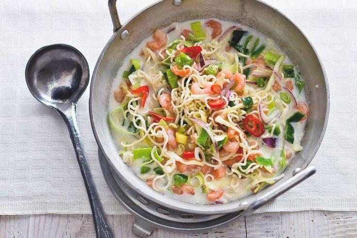 Snelle oosterse soep van kokosmelk en kippenbouillon - Recept - Allerhande