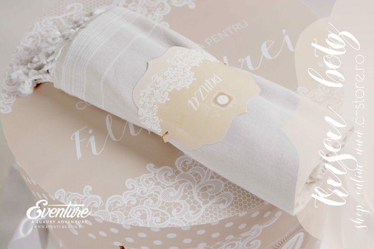 "Trusou botez "" Tres Chic "" Include - cutia trusou 25 cm. h x 35 cm d personalizata, fasa de botez, panza de mir 1,5m. , prosop mare 150x100 cm. , prosop mediu 100 cm. x 50 cm. , prosop mic 50cm.x30 cm.,1 sapun, 1 sticluta mir Compozitie - 100 % bumbac Culori - sand, alb Accesorizare - dantela alba Toate produsele sunt personalizate si le puteti comanda pe www.c-store.ro sau telefonic la 0723 701 348 sau 0745 069 832"