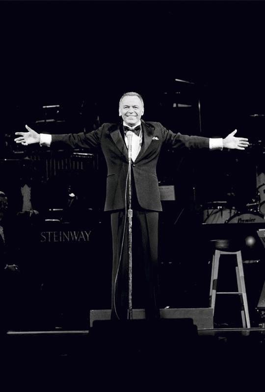American singer and actor Frank Sinatra  performing on stage.   Artist: Terry O'Neill Date: 1970  Copyright: © Terry O'Neill