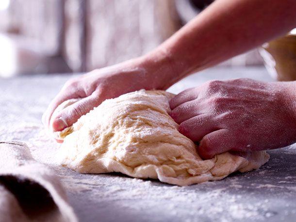 Keine Angst vor Hefeteig! Wir erklären die 5 häufigsten Fehler und wie Sie diese vermeiden. So gelingt der leckere Teig für Kuchen, Gebäck und Co. bestimmt.