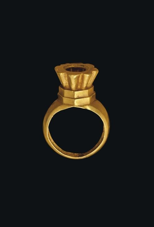 A BYZANTINE GOLD RING - CIRCA 6TH-7TH CENTURY A.D. | Christie's