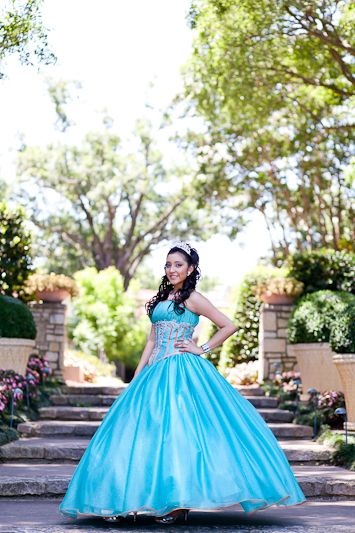 Dallas quinceanera portrait photography, Diana's quinceanera portraits at the Dallas Arboretum Botanical garden, teal quinceanera dress
