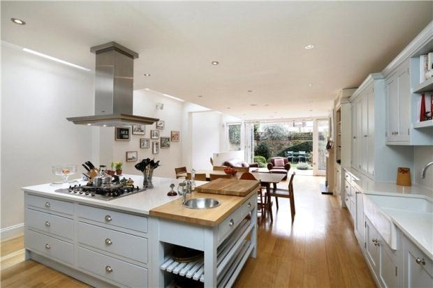 Terraced house for sale  - 6 bedrooms  in Quarrendon Street, London